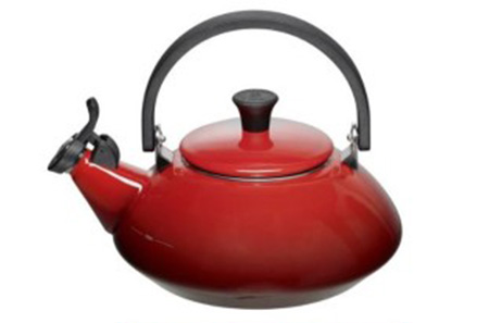 Le Creuset Tea Kettle – Tradition, Authenticity, Innovative Design and Exceptional Quality